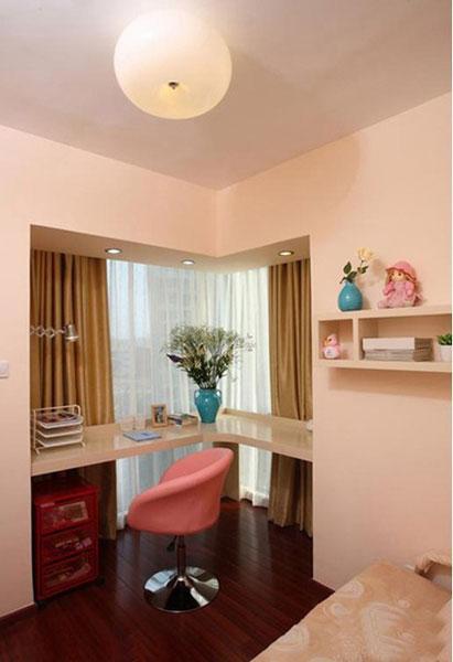 此户型三间卧室均带有飘窗,主卧飘窗为端头转角式设计,采光面较广.图片